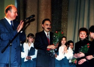 """Глава РМ Н.И.Меркушкин поздравляет Е.Кузину на концерте """"Династия"""""""